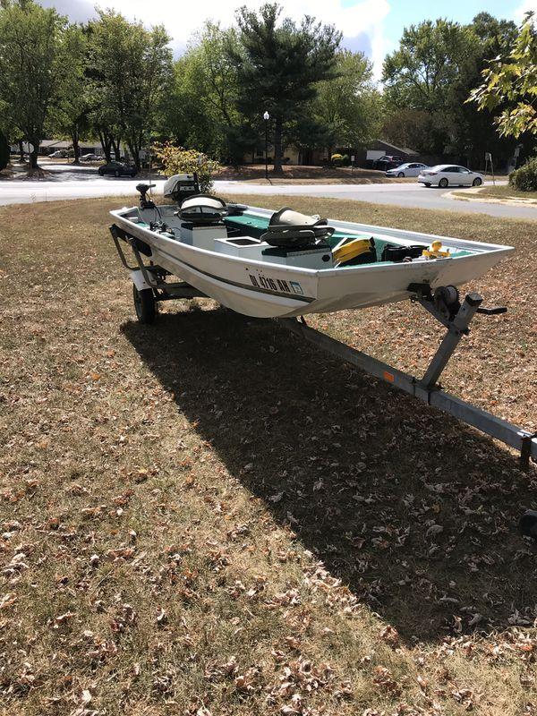 Flat bottom 15' fishing boat