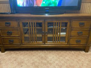 ***BEAUTIFUL HEAVY WOODEN TV STAND!!*** for Sale in Dearborn Heights, MI