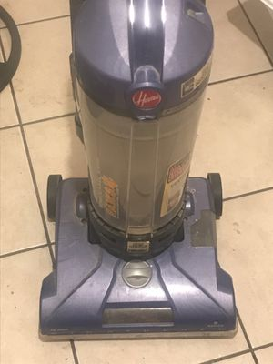 Hoover vacuum more than $100 in the store selling at a must go price for Sale in Fort Pierce, FL