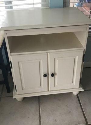 Solid wood small table for Sale in Knightdale, NC