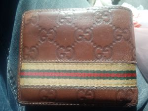 Authentic Vintage gucci mens wallet for Sale in Tacoma, WA