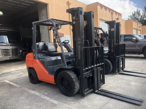 Forklifts 2007 to 2016. From 3000-5000lbs all 3 stage with side shift. ALL Under 10000 hours for Sale in Miami Gardens, FL