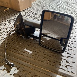 Tow Mirror Right Passenger OEM 2015-2018 Chevy Silverado GMC Sierra 2500HD for Sale in Salinas, CA