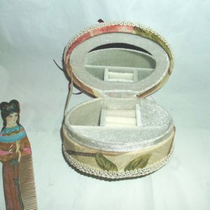 FABRIC JEWELRY BOX WITH HAND PAINTED WOOD COMB GEISHA for Sale in Hemet, CA