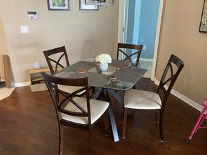 Dining Table for Sale in Wesley Chapel, FL