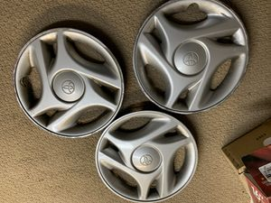 """3 Toyota Tundra oem hubcaps 16"""" for Sale in Watsonville, CA"""