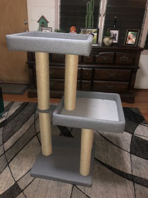 Cat tower with scratch posts for Sale in Pearl City, HI