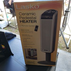 Ceramic heater, with remote, oscillating, thermostat for Sale in Grapeview, WA