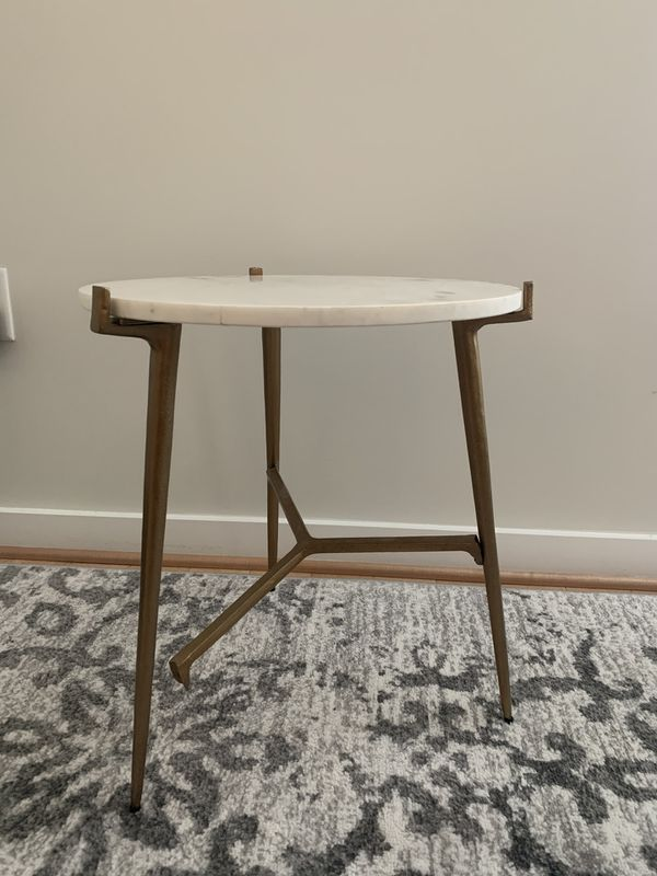 Beautiful Side Table missing one screw
