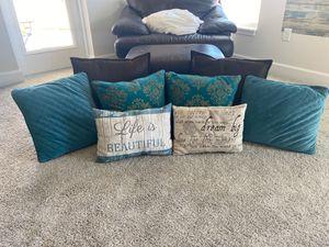 Beautiful multi full pillow set. for Sale in Fort Pierce, FL