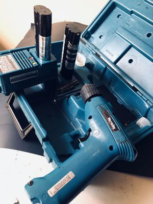 Drill thakita whit twos batteries and charger and drilling for Sale in Tampa, FL