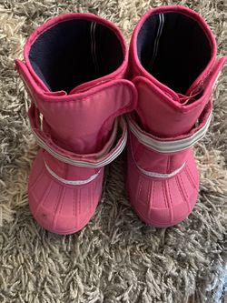 Size 10 Toddler NAUTICA Snow boots for Sale in Streamwood,  IL