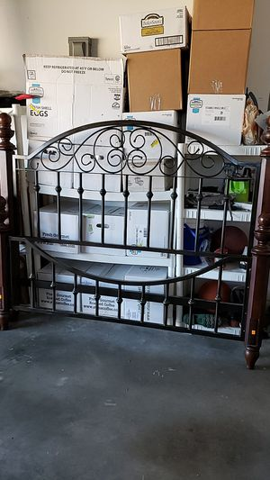 Queen size bed frame for Sale in Cape Coral, FL