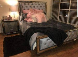 BEAUTIFUL!! SET 4PC QUEEN BED DRESSER MIRROR AND NIGHTSTAND/NO MATTRESS INCLUDED for Sale in Los Angeles, CA