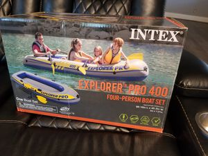 Intext inflatable boat 4 person for Sale in Columbus, OH