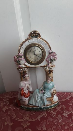Gorgeous old vintage ceramic desk clock. Made in USA. It doesn't work. for Sale in New York, NY