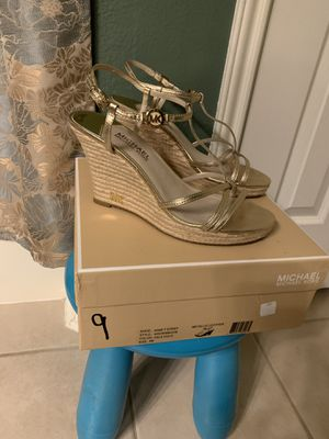 Michael Kors Kami T Strap sandals Color: Pale Gold Metallic leather Retail: $110.00 Size: 9 Pick up only 77090 area No Trades for Sale in Houston, TX