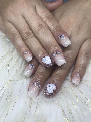 Ofreciéndoles pedicure, manicure,uñas acrílicas , dip powder, acrílico en uñas naturales ...piedrerias 3D z for Sale in Silver Spring, MD