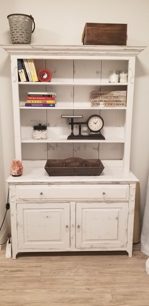 White chalk painted hutch for Sale in Temecula, CA