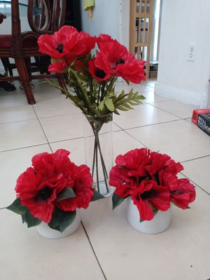 Home deco/ flowers with vases for Sale in Las Vegas, NV