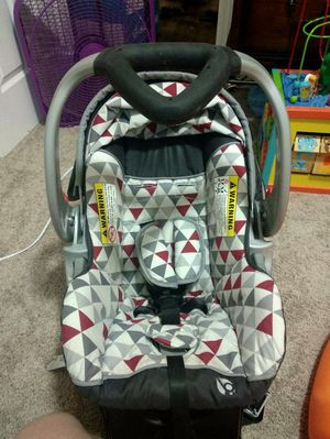 Babytrend infant car seat with two bases for Sale in Charlotte, NC