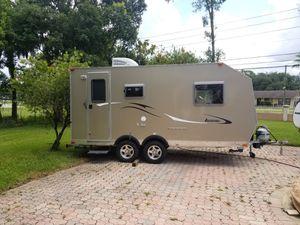 2012 camplite by livin lite model cl16-bhb Very high end travel trailer Super lightweight for Sale in Orlando, FL