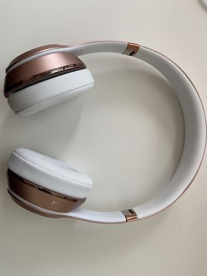 Apple Beats Solo3 Wireless Headphones Rose Gold for Sale in Quincy, MA