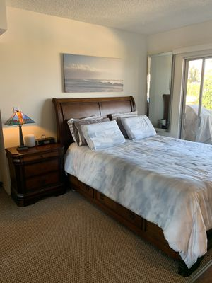 5 Piece Bedroom Set with 4 side storage drawers for Sale in Laguna Beach, CA