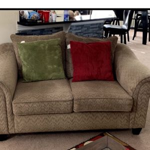 Loveseat And Sofa Clean Free Pet $175 Obo for Sale in Kissimmee, FL