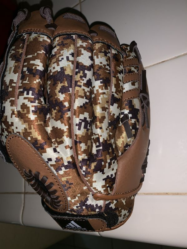 Adidas Youth TS1050BDC 10.5'' Brown Camo Baseball Glove Easy Close
