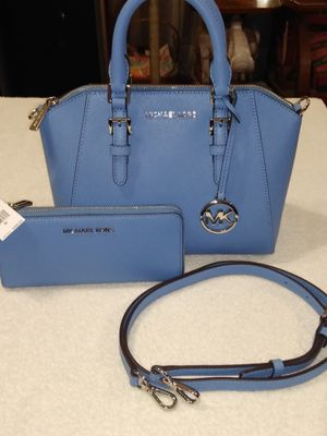 Michael Kors messenger and wallet for Sale in San Antonio, TX