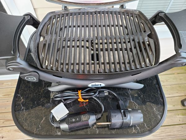 Weber Q1400 Electric Grill like new