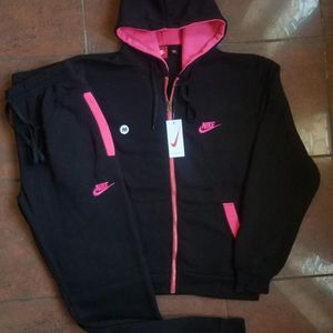 Ladies Nike Suits M-3X for Sale in Jessup, MD