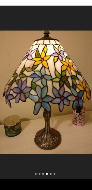 Tiffany lamp shade glass lamp shade vintage style for Sale in San Gabriel, CA