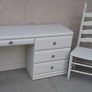 Desk & Chair for Sale in Highland, CA