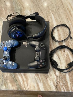 Ps4 with 2 controllers and px22 turtle beach headset for Sale in Chesapeake, VA