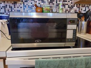 OSTER 700 WATTS MICROWAVE OVEN for Sale in Kissimmee, FL