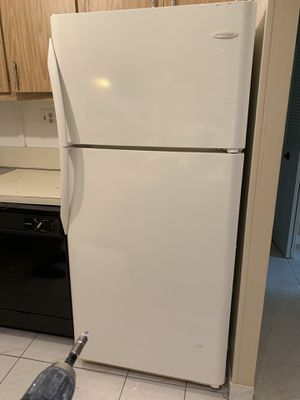 Frigidaire white Frigidaire Gallery 18.0 Cu. Ft. Top Freezer Refrigerator for Sale in Hollywood, FL
