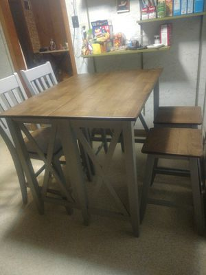 5 piece Nantucket breakfast bar dining room set for Sale in Canton, OH