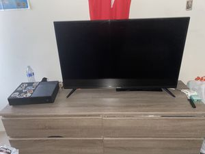 Toshiba fire smart tv 1080- ALEXA built in + xbox one +8 top dollar games + brand new audio in (headset+mic) +small speaker set + controller for Sale in Farmington Hills, MI