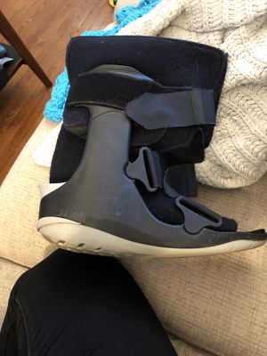 Ovation Medical boot size m for Sale in Alexandria, VA