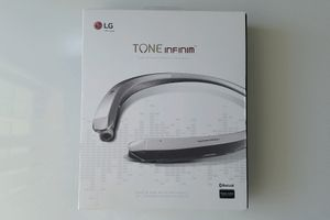 Lg Tone Infinim Retractable Bluetooth Wireless Stereo for Sale in Kissimmee, FL