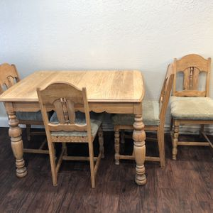 Oak Vintage Antique Kitchen Table With 12 Inch Exspansion Sleeve 4 Chairs for Sale in Palatine, IL