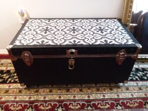 Custom coffe table chest with wheels for Sale in Odenton, MD
