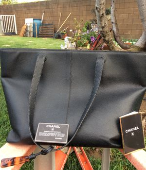 Chanel woman's oversized leather purse for Sale in Rancho Cucamonga, CA
