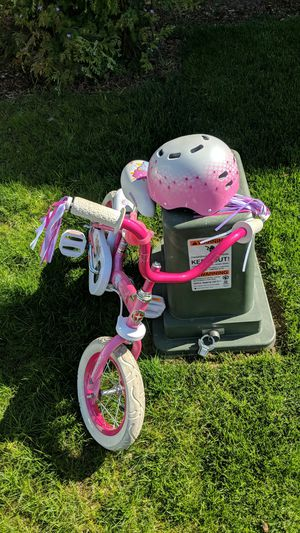 Pink flower bike with helmet for Sale in Maple Valley, WA