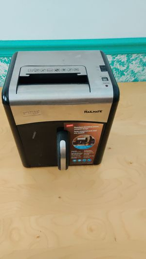 Staples MailMate SPL-727mm Paper Shredder for Sale in Aurora, IL