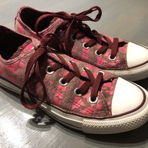 New Converse Shoes Size 5 for Sale in Jurupa Valley, CA