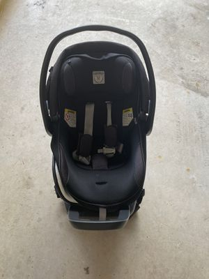 Peg Perego 4-35 nido baby car seat. - DOES NOT INCLUDE NEWBORN ATTACHMENT for Sale in Miami, FL