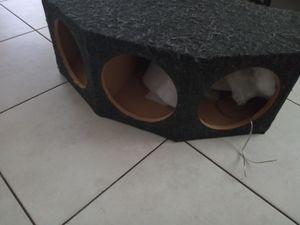 Car audio 10inch speakers box hock your tree 10inch in 1 box very nice box for Sale in Belle Isle, FL